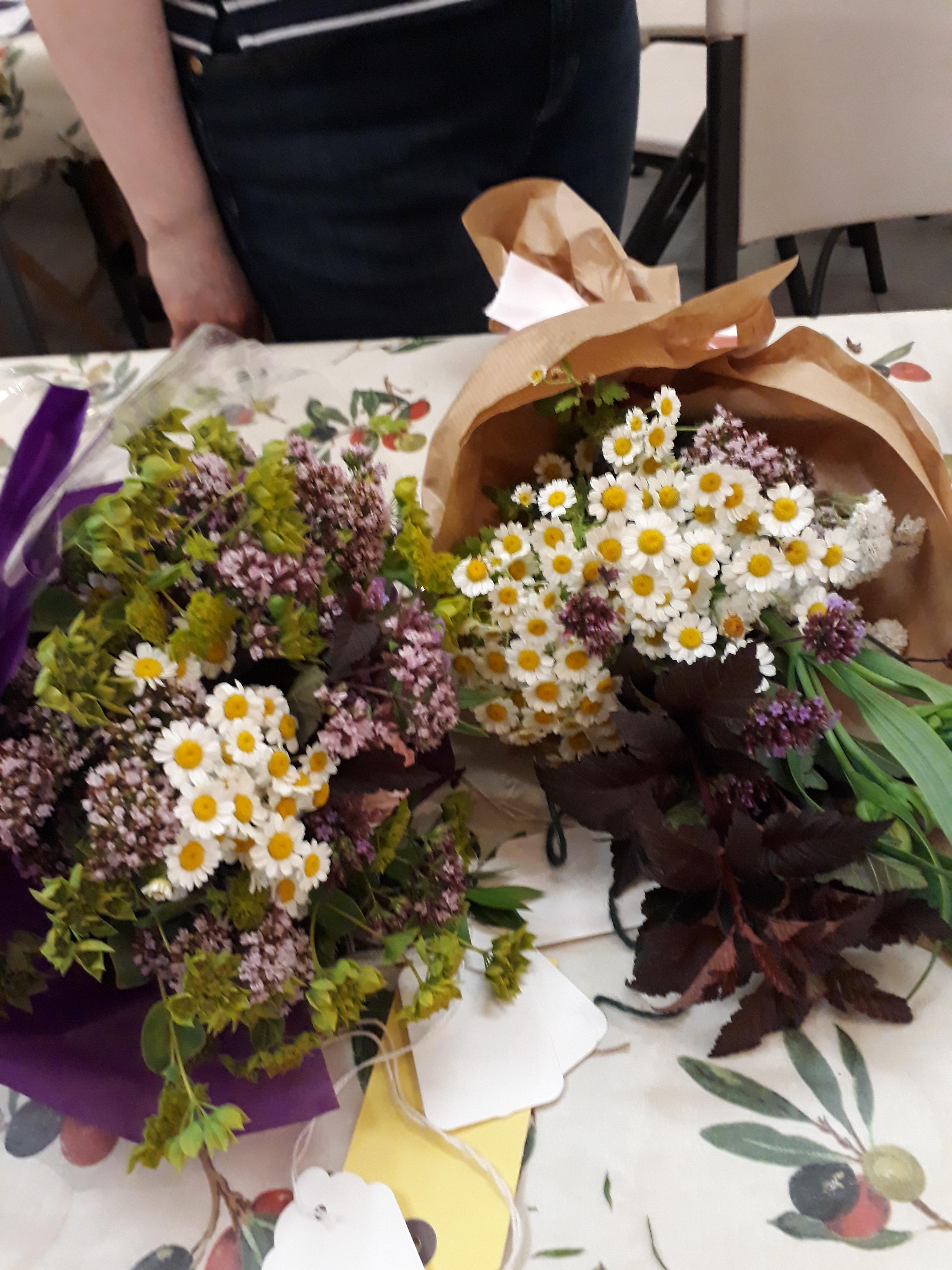 Make a posy of flowers de beauvoir wi make a posy of flowers izmirmasajfo Gallery